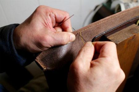 バッグも[手縫い]で仕立てています